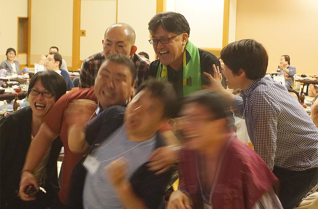 30周年記念旅行 宴会・レクリエーションシステムTANO 笑顔チェッカー ゲーム風景2