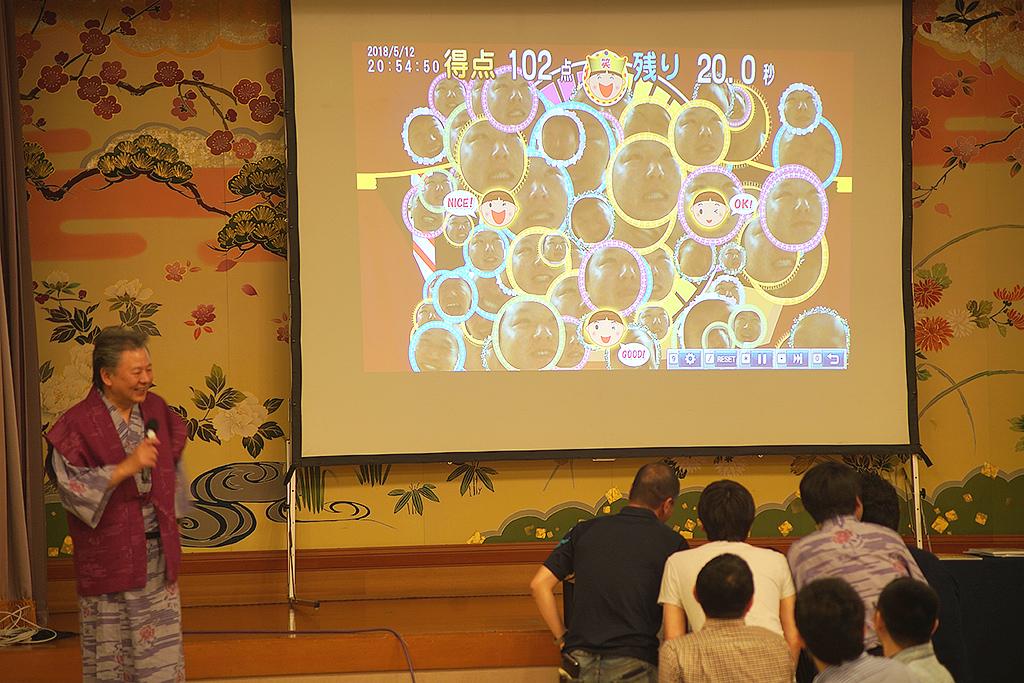 30周年記念旅行 宴会・レクリエーションシステムTANO 笑顔チェッカー ゲーム風景3